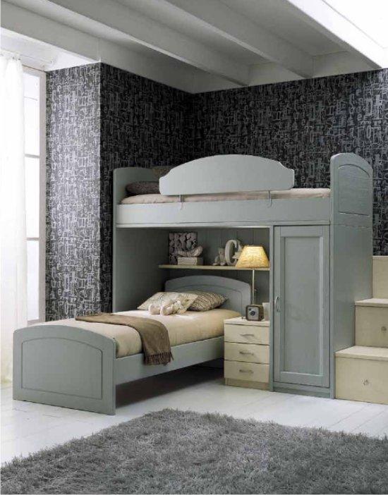 Cameretta con letti a castello, armadio battente e scrivania