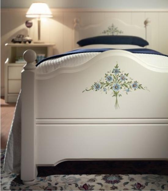 Letti singoli classici erika di scandola mobili for Decorazione floreale