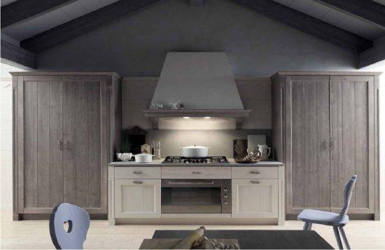 Mobili per cucine: una cucina in legno massello Scandola Mobili, serie ...