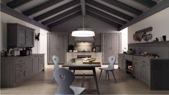 mobili per cucine una cucina in legno massello scandola mobili serie ...