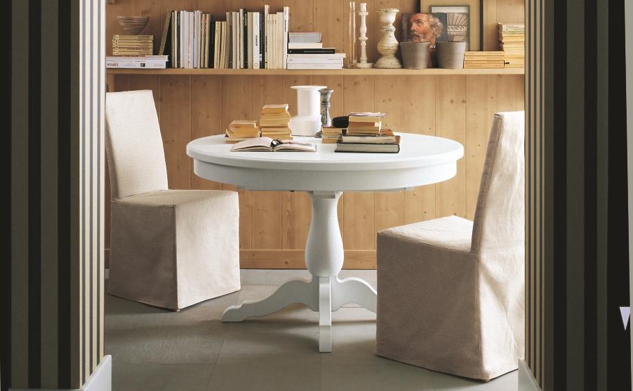Vi presentiamo un elegante tavolo tondo in vero legno, con un'unica ...