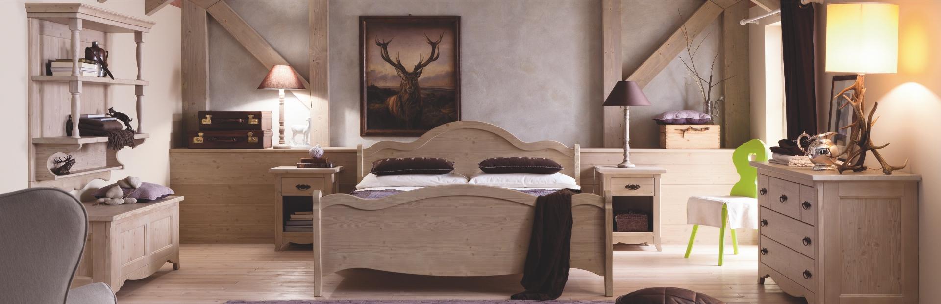 Mobili in legno massello arredamento classico for Camerette in legno massello