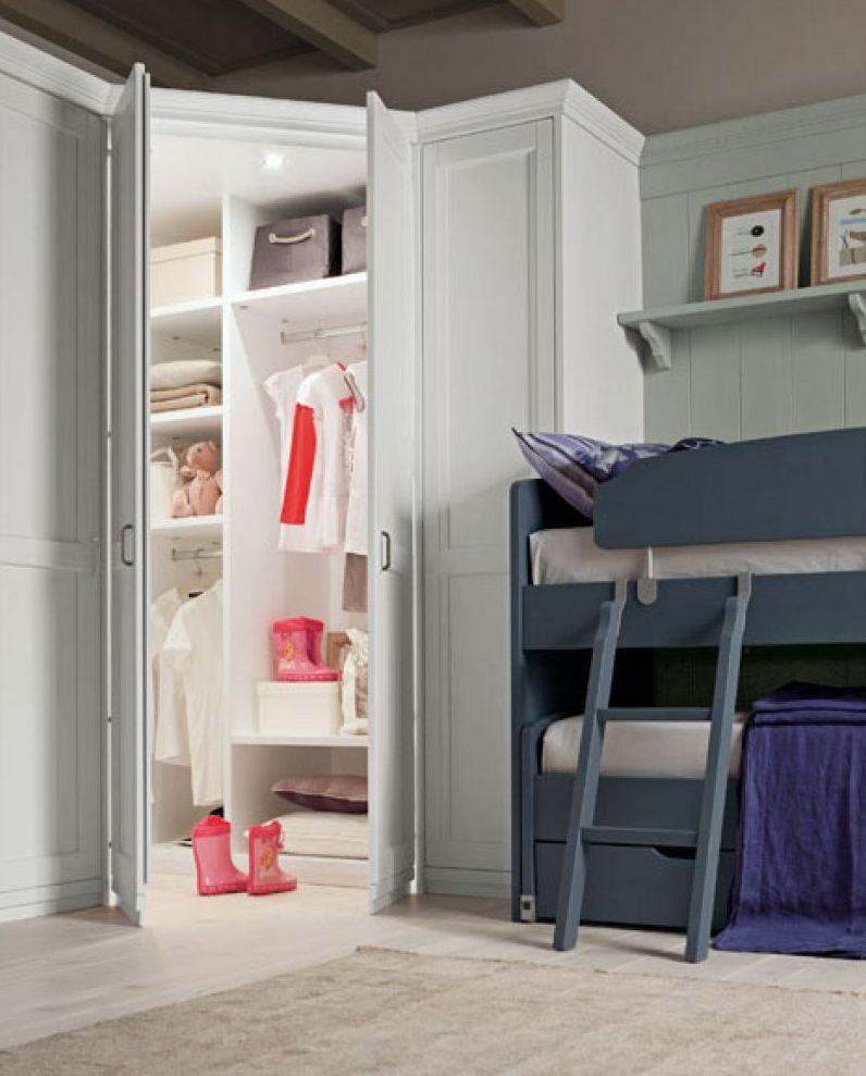 cabina armadio ad angolo in legno massello