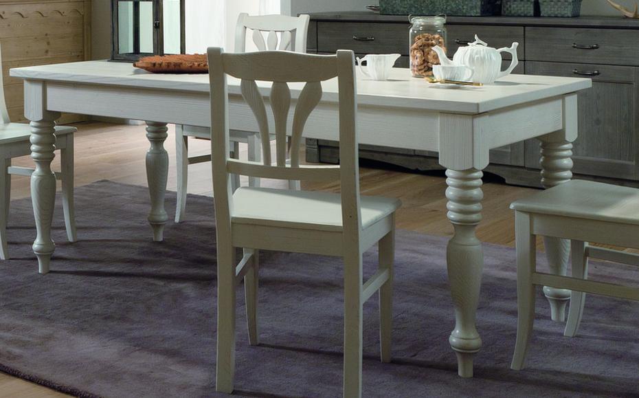 Tavolo classico con gambe tornite e cassetto for Tavolo cucina con cassetto